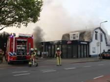 Massale toeloop bij grote brand Holten: 'Doe dit niet, houd afstand!'