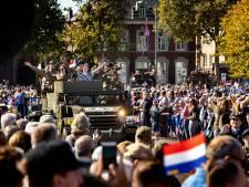 Herdenkingstocht Market Garden overtreft hoge verwachtingen: 'Proost hè, op de goede afloop!'
