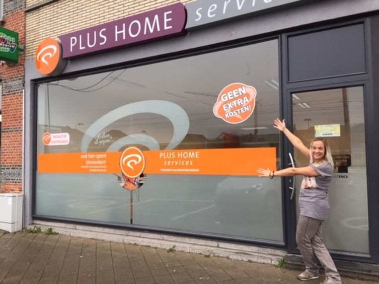 Katrien Pensaert is verantwoordelijke van het nieuwe dienstencheque kantoor in de Stationsstraat in Buggenhout.