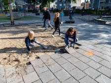 Tegels eruit, groen erin op schoolplein van basisschool De Boemerang in Tilburg