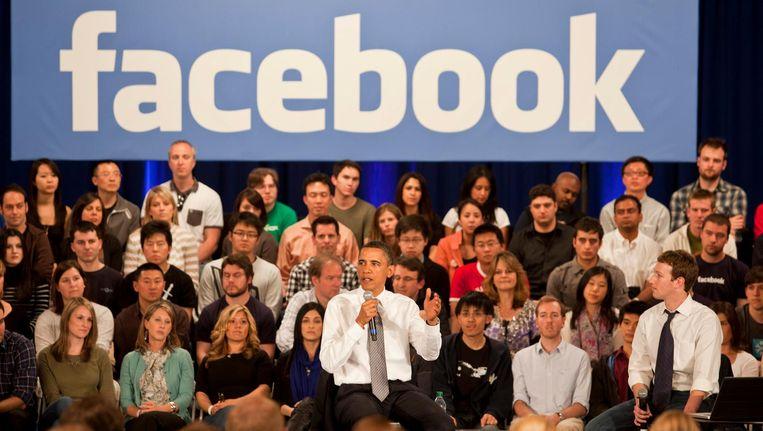 Interview met Facebookoprichter Marc Zuckerberg (r) en de voormalige Amerikaanse president Obama. Beeld epa