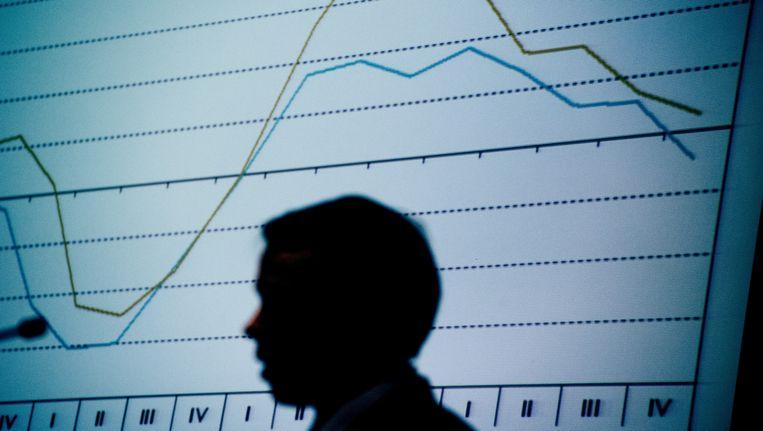 Econoom Peter Hein van Mulligen presenteerde vorige week in het CBS-gebouw in Den Haag de cijfers van de Nederlandse economie 2011. Nederland is officieel in een recessie beland. Beeld ANP