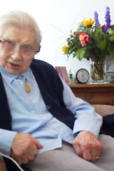 Dien Brinkman uit Hasselt is met haar 107 jaar de oudste inwoner van Zwartewaterland