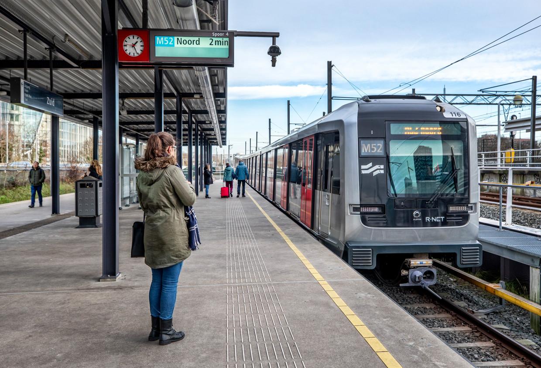 Het eindpunt van de Noord-Zuidlijn op station Amsterdam Zuid.  Beeld Raymond Rutting / de Volkskrant