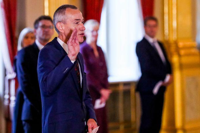 Vicepremier Vandenbroucke legt de eed af bij de koning.