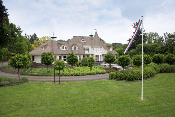 Deze 'Disneyvilla' aan de Dreyenseweg in Oosterbeek kan voor jou zijn voor een 'lousy' 2.675.000 euro.