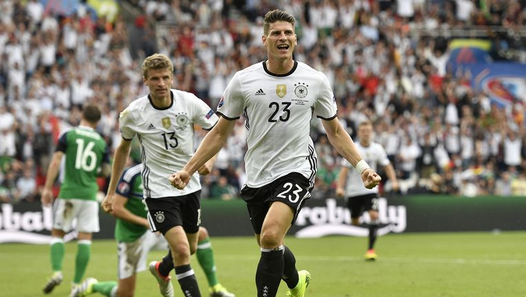 Mario Gomez van Duitsland na zijn doelpunt in de groepsfase. Beeld ap