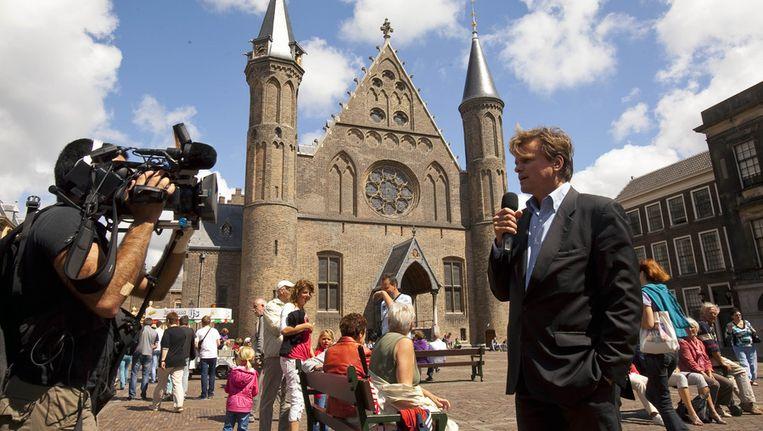Journalisten maken opnames op het Binnenhof in Den Haag. Beeld anp