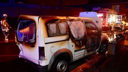 Onbekende sticht brand in bestelwagen van loodgieter