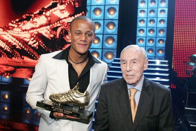Vincent Kompany kreeg zijn schoen uit handen van Rik Coppens.