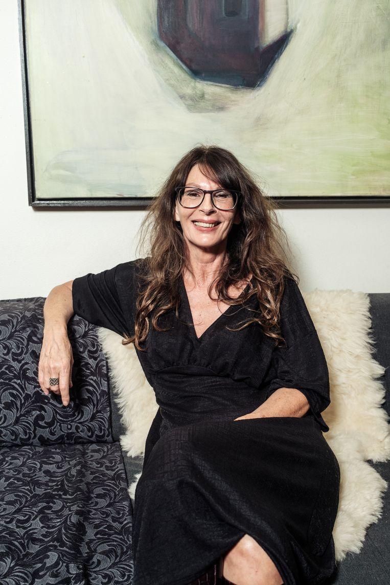 Maya Dommisse: 'Als ik naar buiten ga houd ik me aan de regels, maar trek ik wel mijn eigen plan. Je moet immers wel blijven leven.' Beeld Jakob Van Vliet