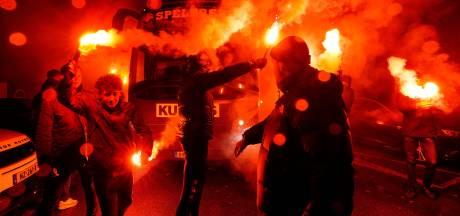 Spelers Willem II als helden onthaald in Tilburg: 'Ongelooflijk hoeveel man er weer staat'