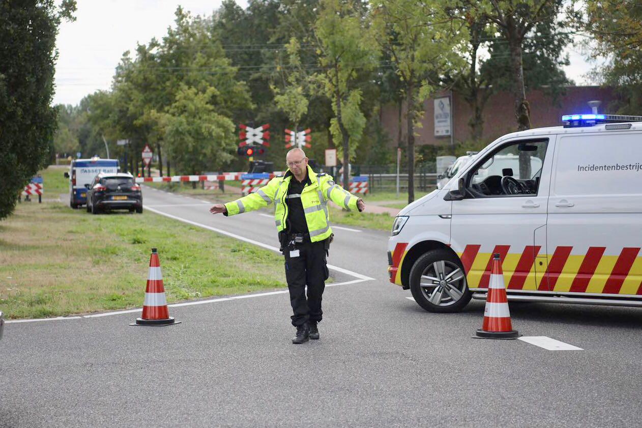 Verkeersregelaars proberen het verkeer in goede banen te leiden.
