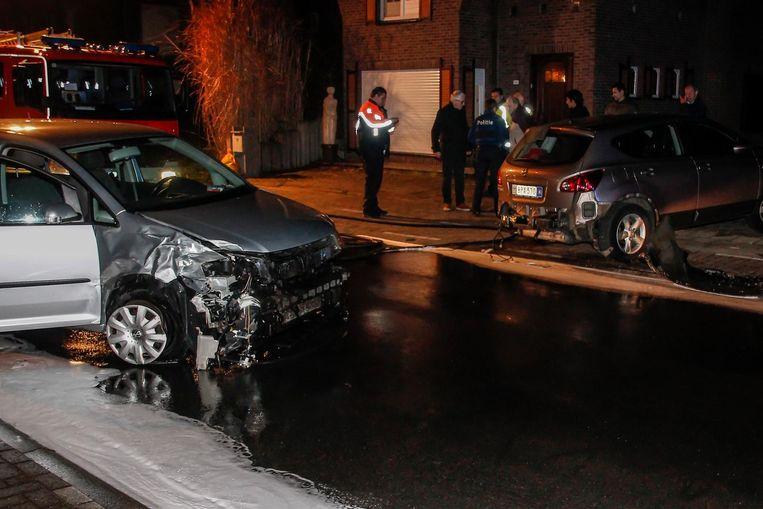De Volkswagen reed achteraan in op de geparkeerde Nissan.