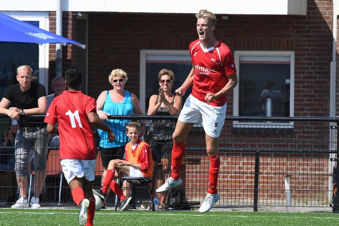 Jordie van der Laan viert één van zijn vele doelpunten voor JVC Cuijk, afgelopen seizoen.
