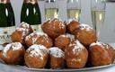 Volgens Lammert Wiegmink is champagne geen goede combinatie met oliebollen.