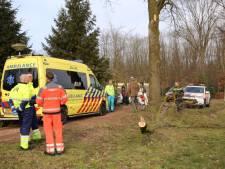 Man valt tijdens het zagen van ladder in Bladel, slachtoffer naar Tilburgs  ziekenhuis