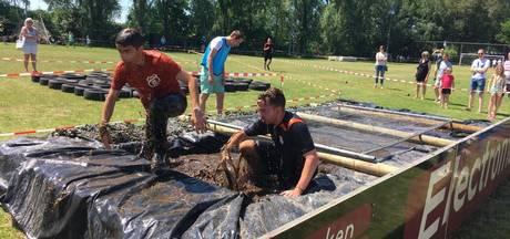 Een duik in de Alemse modder voor het goede doel