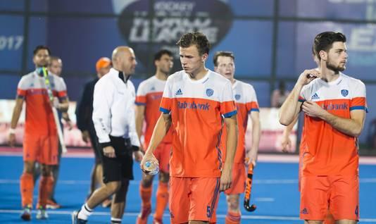 Teleurstelling bij Thijs van Dam (Ned) en rechts Lars Balk (Ned) na het duel met Duitsland.