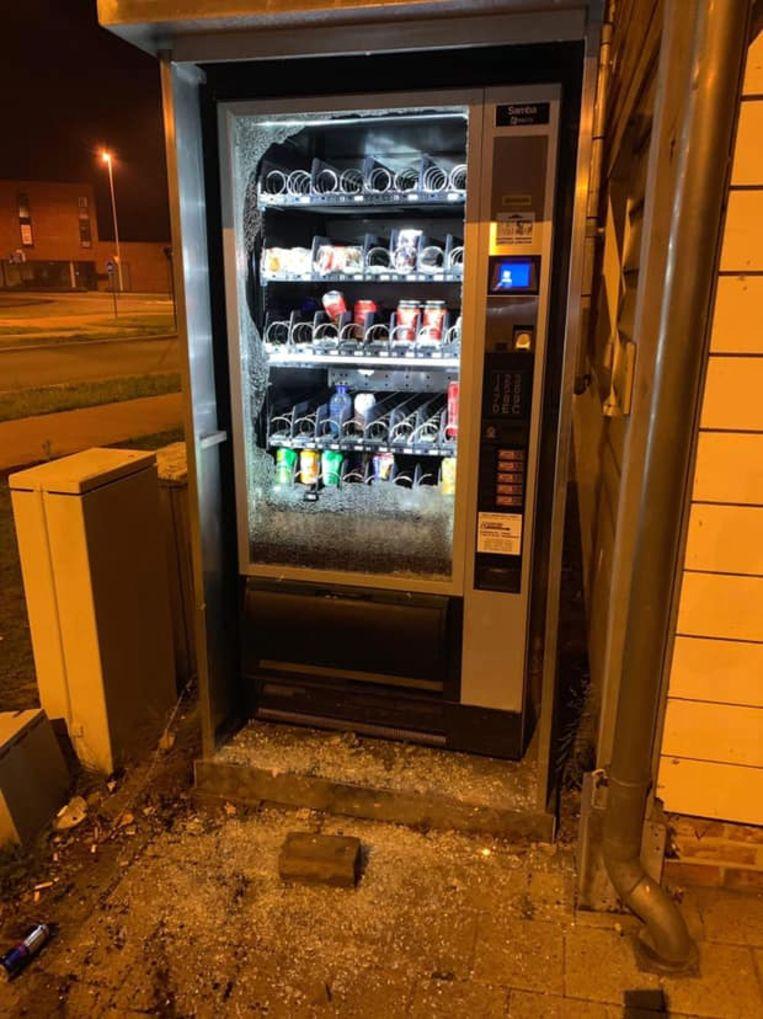 Vandalen vernielden de automaat.
