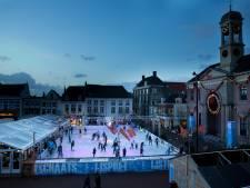 Harderwijkse binnenstad hoopt voorzichtig op winterterras onder metershoge kerstboom