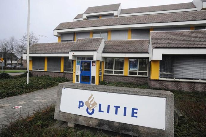 Dit politiebureau aan de Leeuweriksweg in Uden komt in de loop van 2018 leeg te staan.