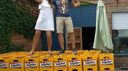 Cadeau voor pasgehuwden: 4.000 lege bierflessen