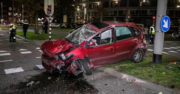 Zwaargewonde bij ernstig ongeluk met meerdere autos en een vrachtwagen in Rijsbergen.