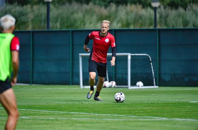 Olivier Deschacht va-t-il poursuivre sa carrière en D1A? L'ancien Anderlechtois est actuellement à l'essai à Zulte Waregem.