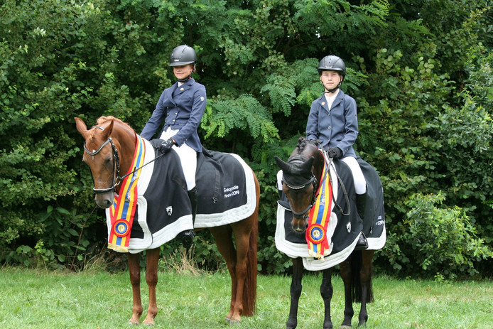 Amke Pot (links) en Luc Eshuis behaalden met hun pony's ook provinciale titels.