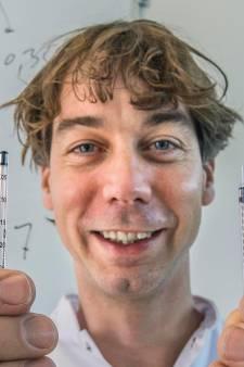 Deze apotheker haalt niet zes maar zéven prikken uit coronavaccin: 'Elke prik telt in tijd van schaarste'