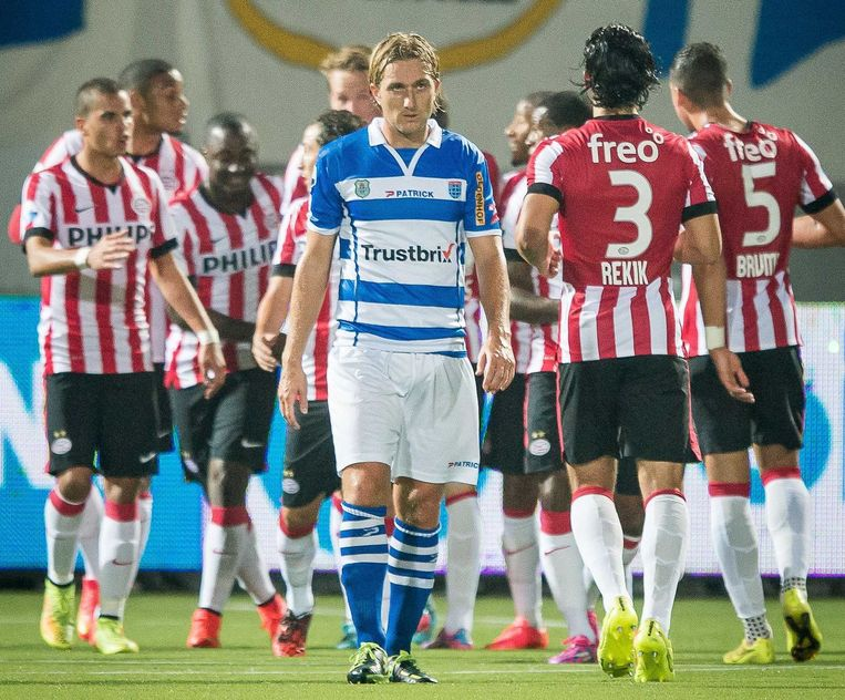 Broerse baalt na de 0-1 van PSV. Beeld null