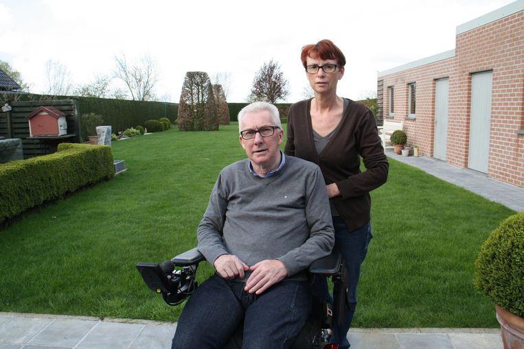 Marc Pysson komt, ondanks zijn handicap, op voor CD&V Houthulst. Zijn echtgenote Marleen Lamaire steunt hem.