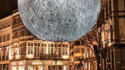 Waar is de maan? Metershoge replica van Britse kunstenaar is zoek