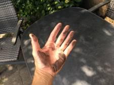Raadselachtige zwarte stof blijft neerdalen in Hoek van Holland: honderden klachten