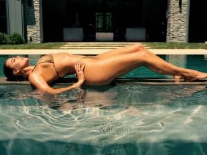 Khloé Kardashian lance une ligne de maillots de bain