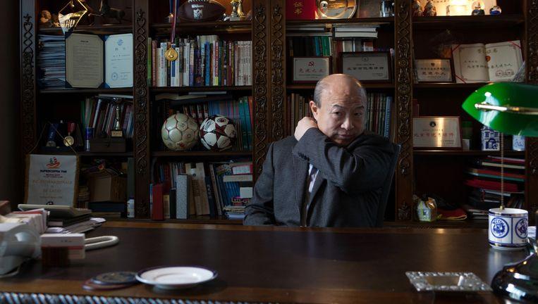 Wang Hui: 'Vindt ADO mij slecht? Prima. Dan komt er iemand die het echt op zijn Chinees doet. Dan wordt het pas oncomfortabel. Want nog dit seizoen moet ADO winstgevend zijn.' Beeld WassinkLundgren