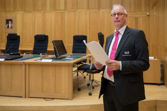 Bode Kees van der Velden in zijn vertrouwde omgeving: de rechtbank in Den Bosch.