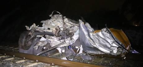 Schrik zat er goed in na rammen auto door trein in Boxtel: 'Wat is er geraakt? Is er iemand gewond?'