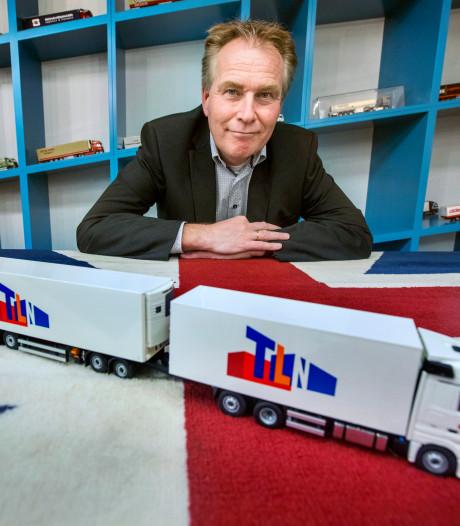 Snelweg naar haven vol trucks