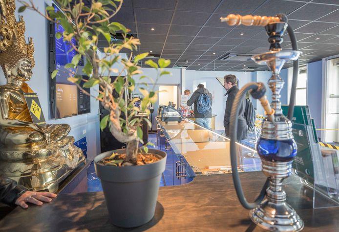 Coffeeshop High Life in Goes, waar momenteel vanwege corona alleen softdrugs kan worden afgehaald.