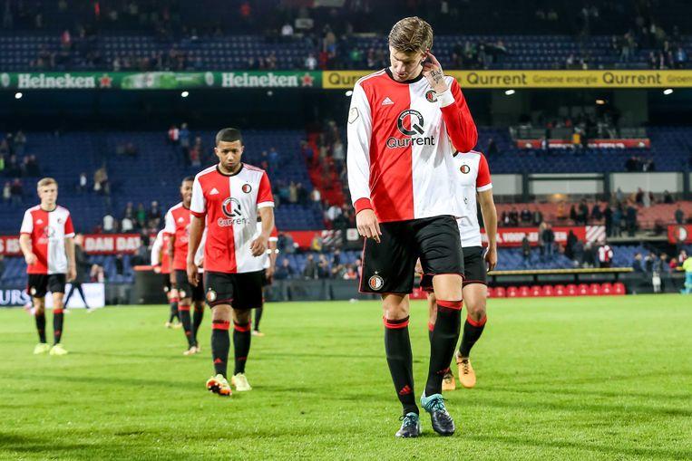Feyenoordspelers Michiel Kramer (voor) Dylan Vente (l) en Tonny Vilhena (m) verlaten het veld na in de eigen Kuip verloren te hebben van NAC Breda (0-2) Beeld ANP Pro Shots