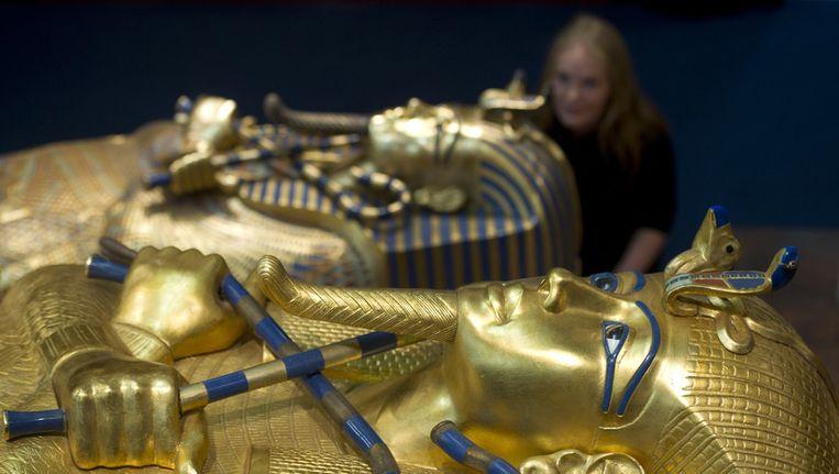 Twee gereconstrueerde schatten op de tentoonstelling Toetanchamon - zijn graf en zijn schatten. Op basis van schetsen, aantekeningen en fotos werden drie grafkamers van de farao nagebouwd. Beeld null