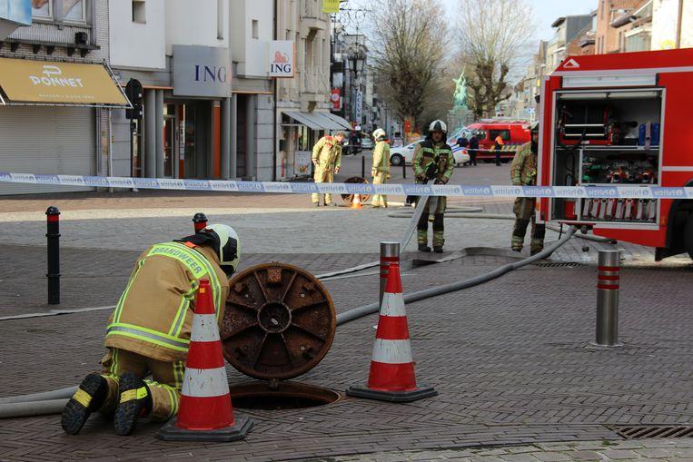 De brandweer ging op zoek naar de oorzaak van de geurhinder.