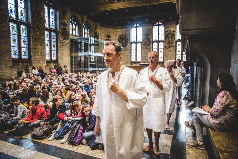 De stroppendragers ontvingen de eerstejaars van het Sint-Lievenscollege in het Gentse stadhuis.