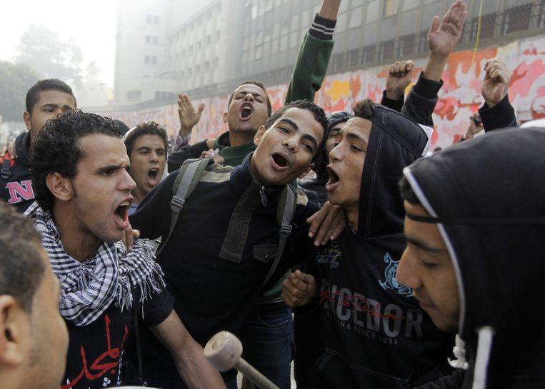 Jonge Egyptenaren schreeuwen anti-politie leuzen nabij het Tahrirplein Beeld ap