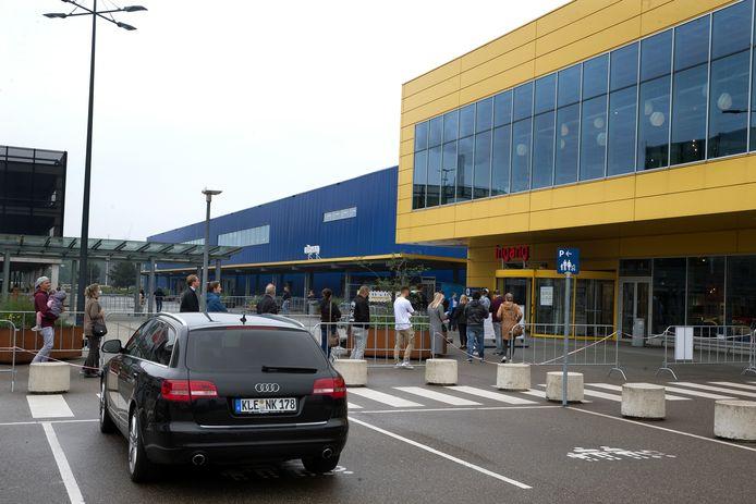 Ze waren er, de auto's met Duits kenteken bij Ikea. Maar wel op bijna twee handen te tellen.