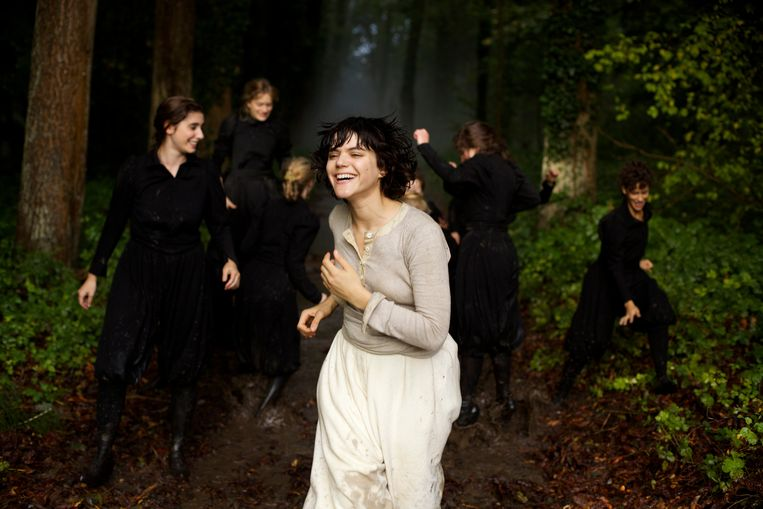 Soko in 'La danseuse' van Stéphanie Di Giusto. Beeld