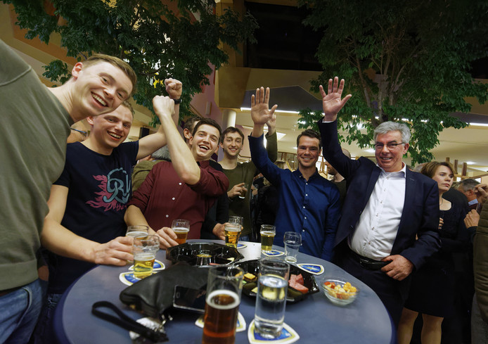 PPA viert feest na verkiezingsuitslag.
