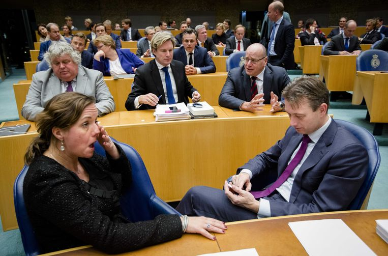 Zoek de vijf 'vrije VVD'ers'. Beeld anp